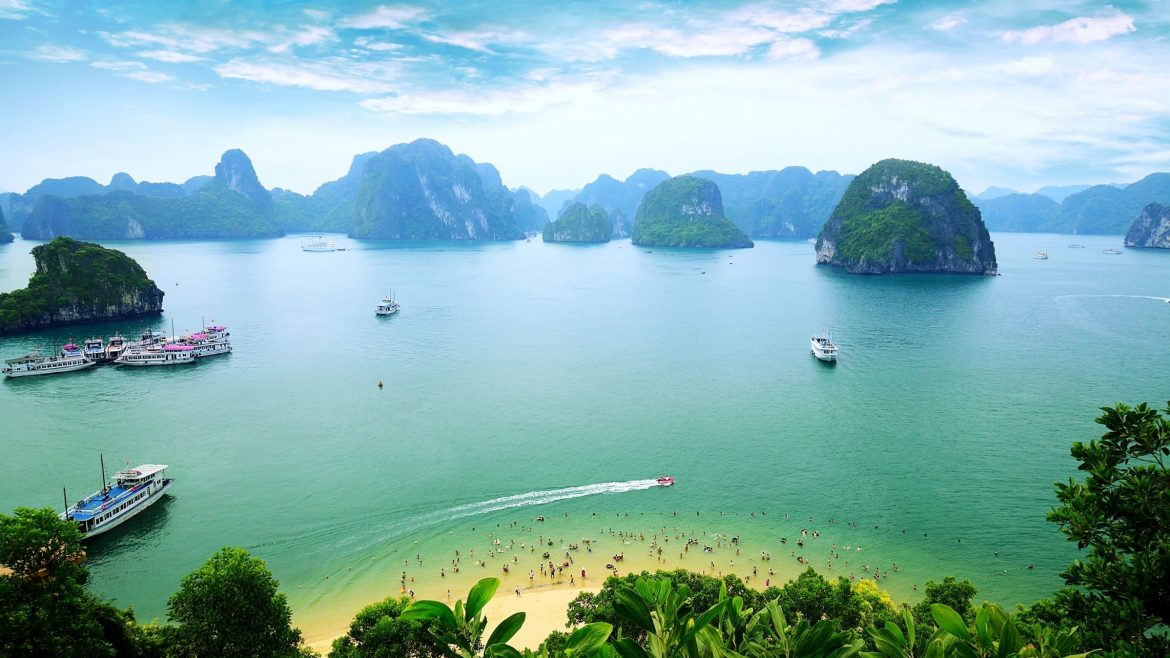 Ha Long Bay, included in tours offered with Asia Vacation Group