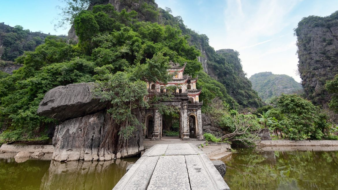 Ninh binh Bich dong pagoda, included in tours offered by Asia Vacation Group